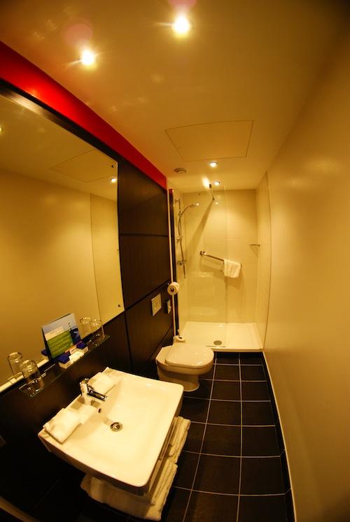 park inn bathroom
