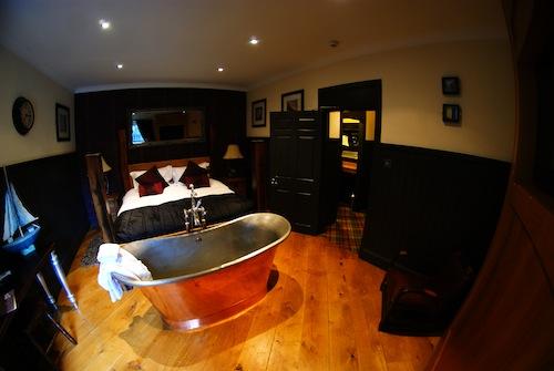 Sun Inn bedroom with bath