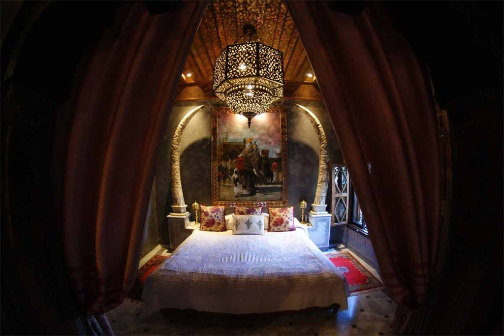 La Sultana - Elephant Suite bed