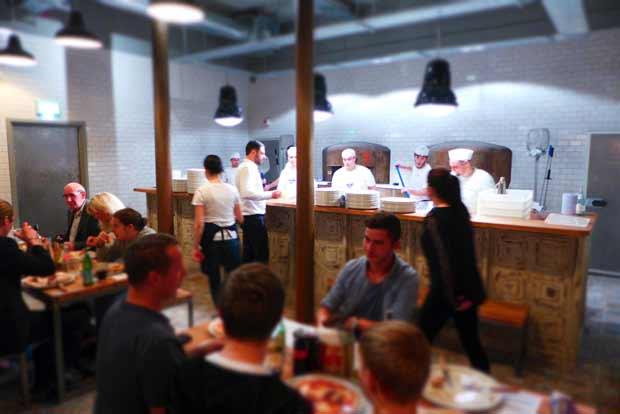 Paesano pizza - pizza chefs at work