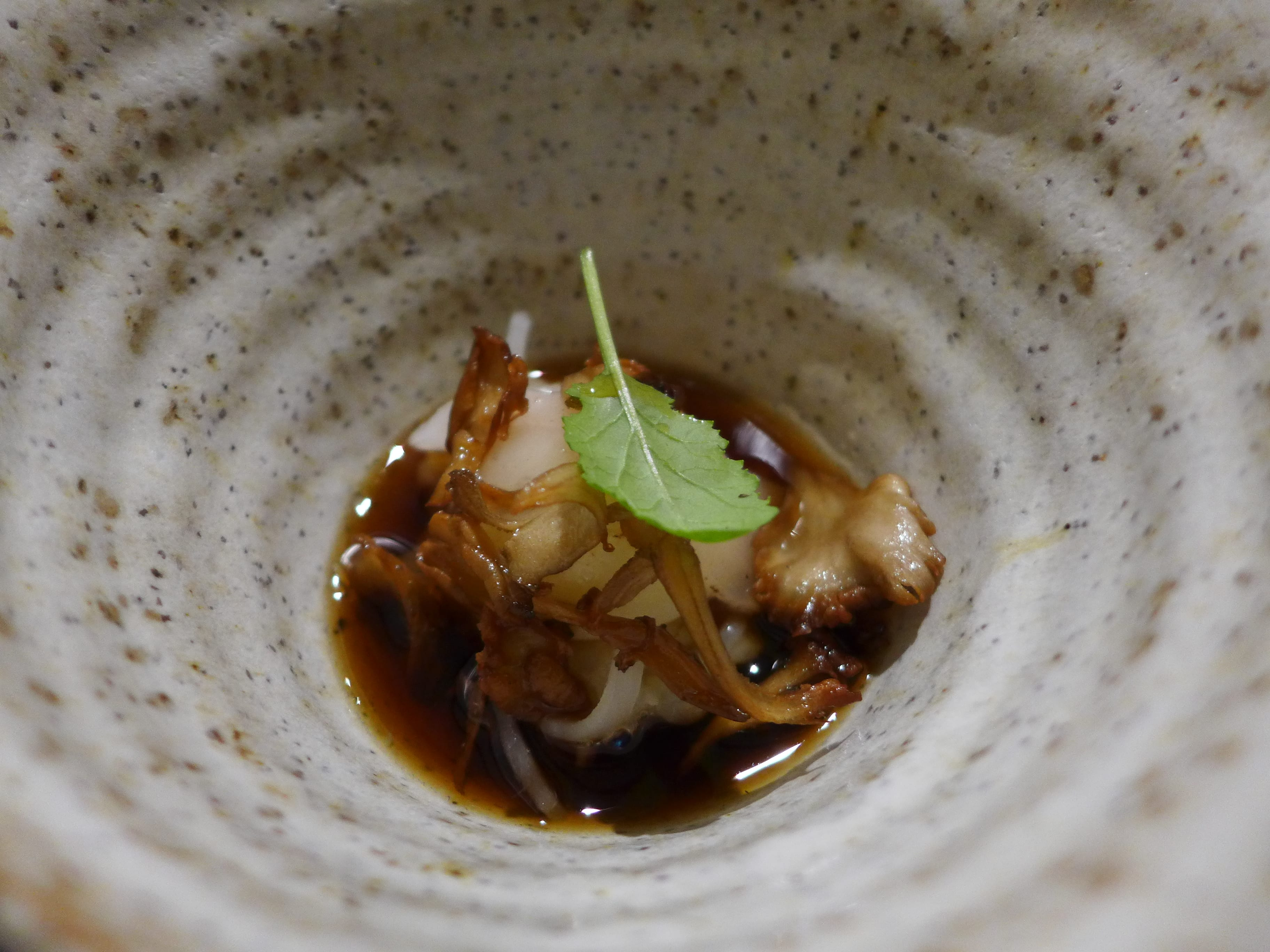 L'enclume - Broth of artichoke, Westcombe, hen of the woods (close-up)