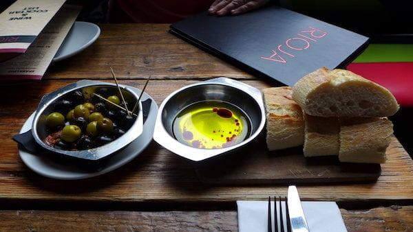 Rioja_Finnieston_Glasgow_oil_bread_olives