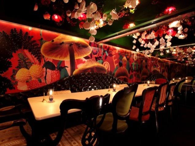 alice_in_wonderland tokyo wierd restaurants