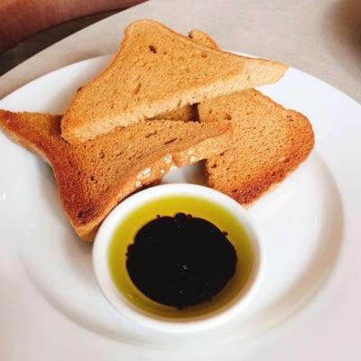 carluccios-gluten-free-bread-oil-balsamic