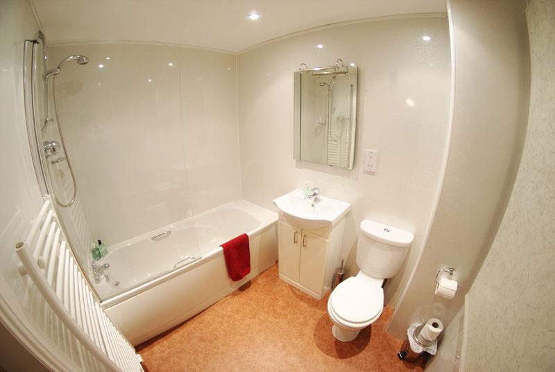 Elphinstone Hotel bathroom