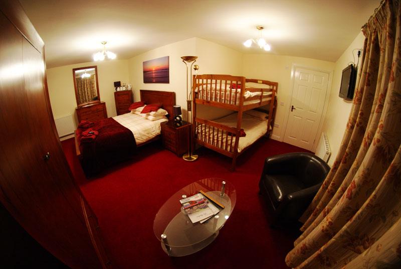 Elphinstone Hotel bedroom 2