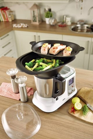Challenger to the thermomix crown foodie explorers for Comparaison thermomix cooking chef