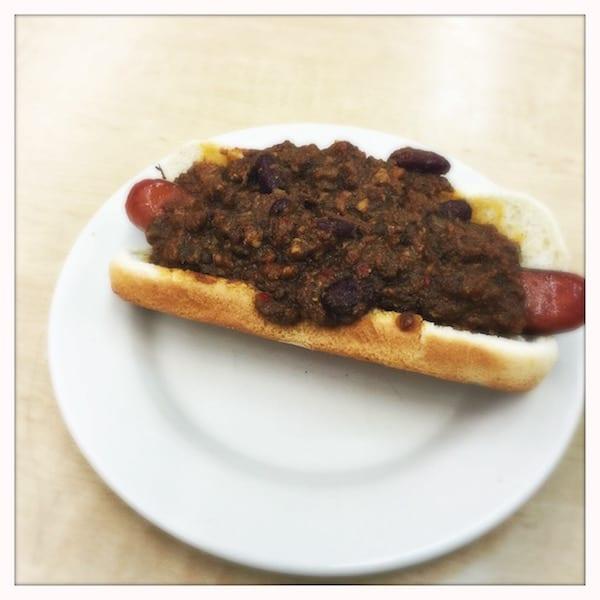 Katzs_deli_NY_.chilli_dog