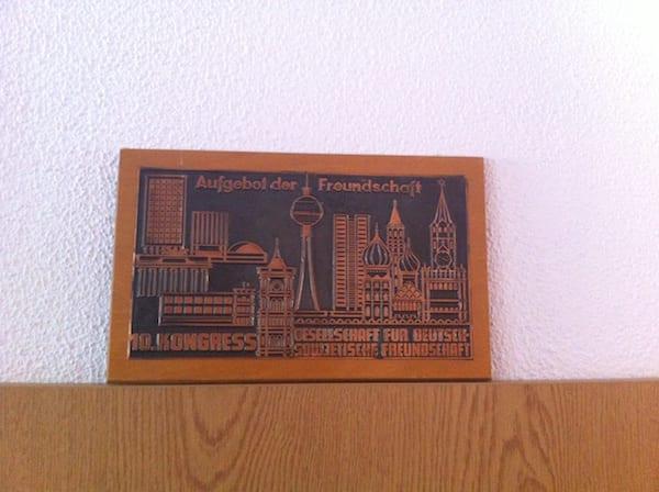 Volkskammer_ostel_berlin_.plaque