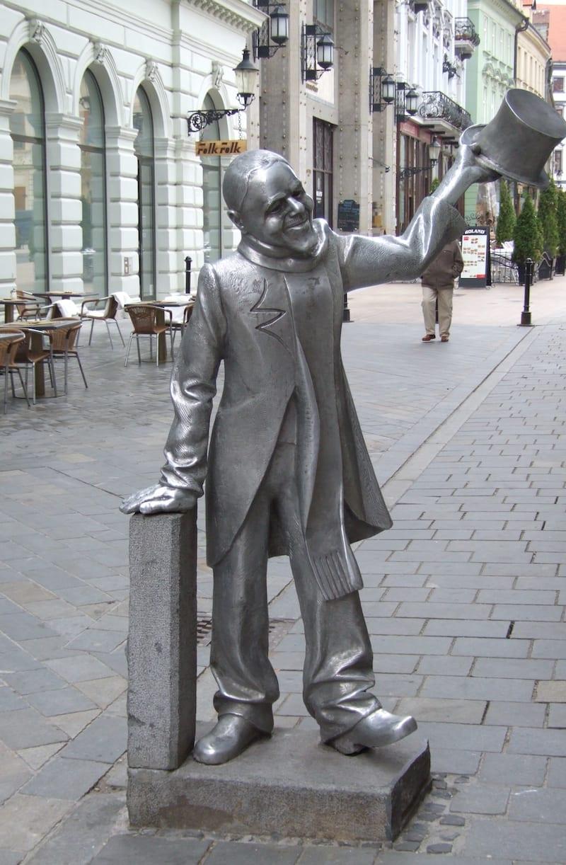 shone naci statue bratislava
