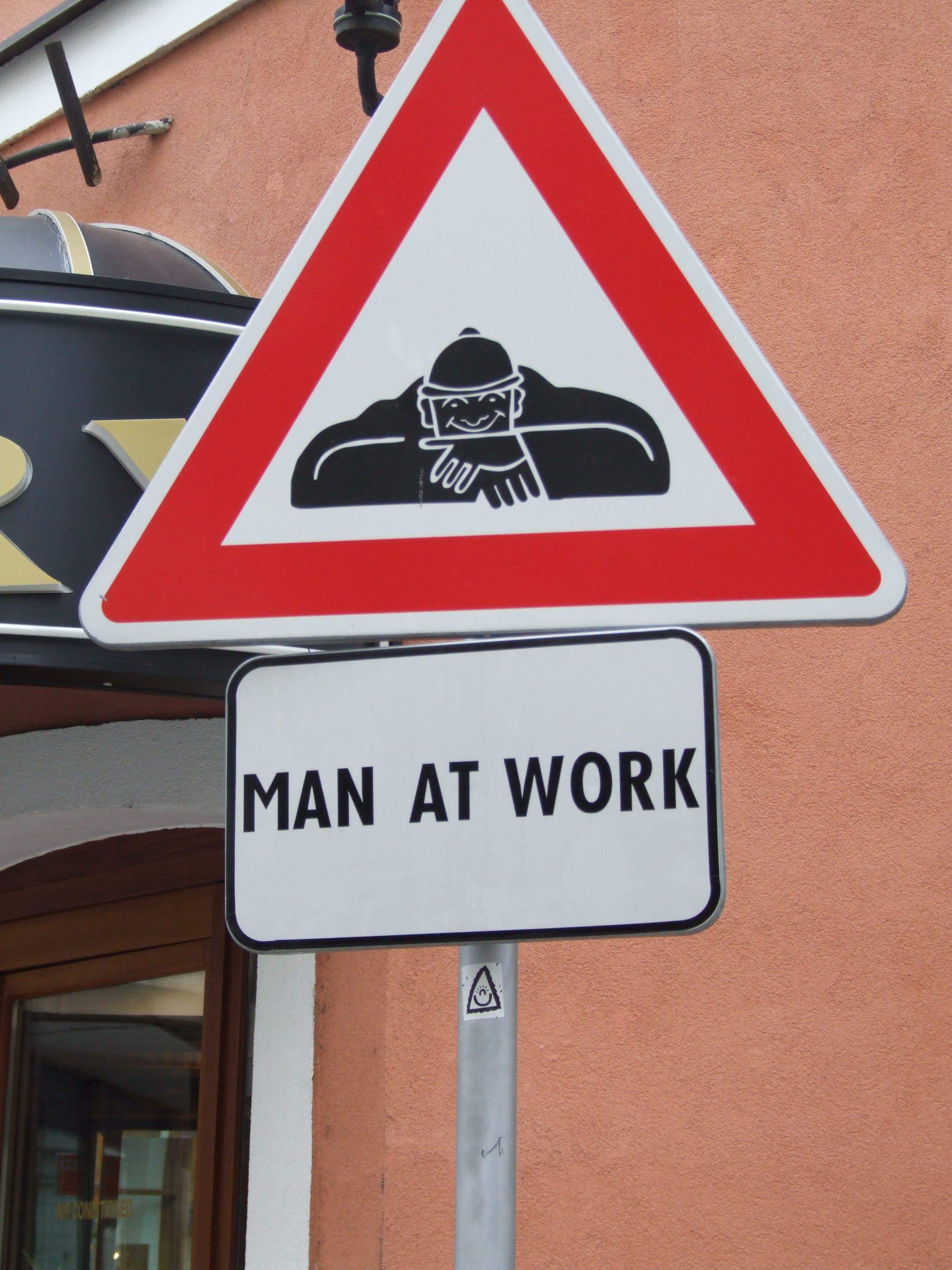 cumil man at work statue bratislava