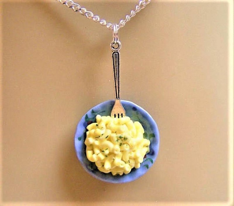 mac and cheese necklace