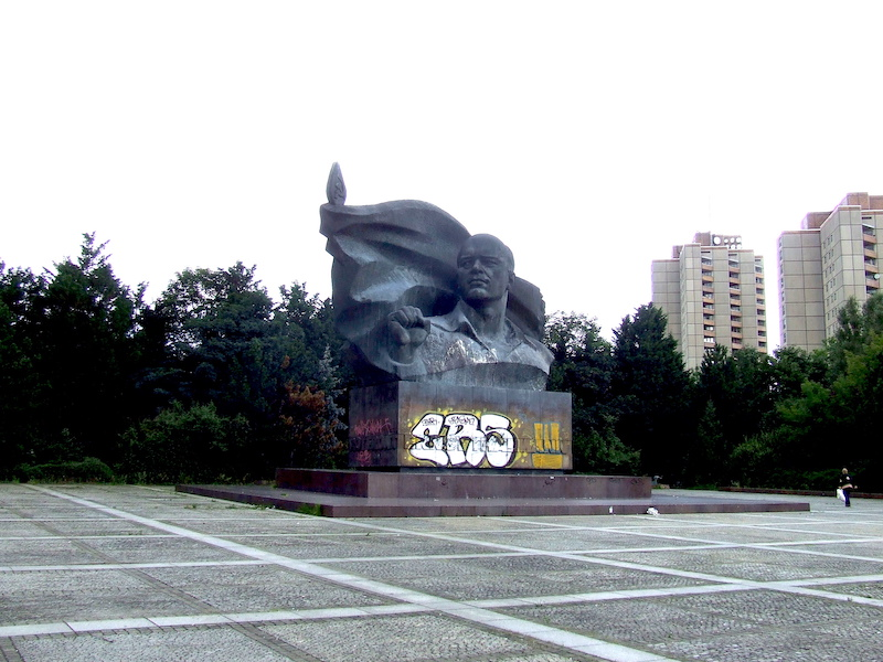 ernst thalmann monument berlin