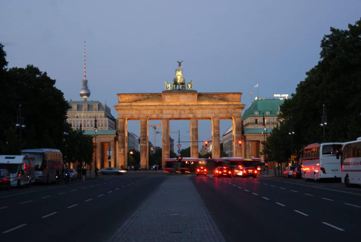 brandeburg gate from West Berlin