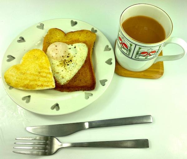 egg heart toast 1