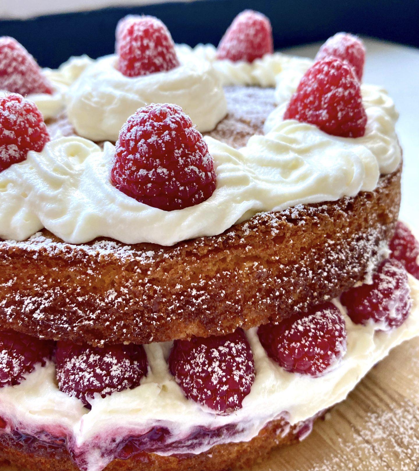 raspberry victoria sponge cake